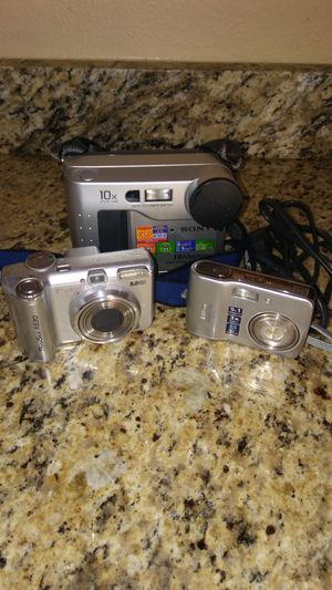 Sony FD Mavica Digital MVC-FD75 Still Camera with Canon Powershot and Nikon Coolpix Bundle for Sale in Indianapolis, IN