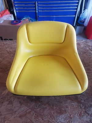 John Deere riding lawn mower seat for Sale in Beaumont, CA