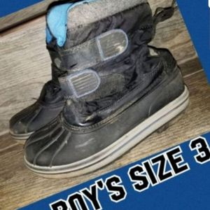 Snow boots size 3 for Sale in Fontana, CA