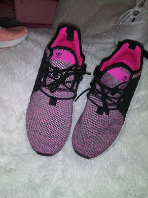 Adidas size 7 big girls fits size 8 woman for Sale in Irving, TX
