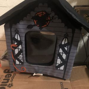 Weatherproof Heated Cat House for Sale in Los Angeles, CA