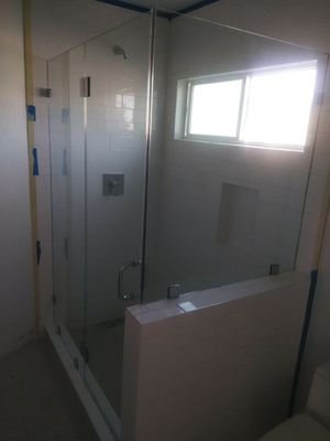 Frameless shower doors, closets, windows, and mirrors for Sale in Los Angeles, CA