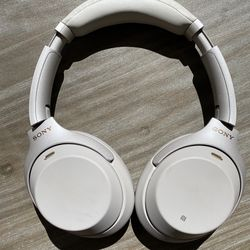 Sony WH-1000X M3 Wireless Noise canceling Headphones Silver for Sale in Beaumont,  CA