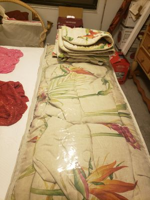 King size bedspread with shams for Sale in Cocoa Beach, FL