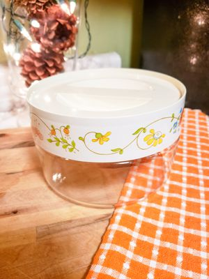 Vintage circular Pyrex with lid for Sale in Arden, NC