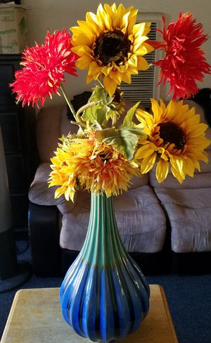Home decor vase with artificial flowers for Sale in Huntington Park, CA