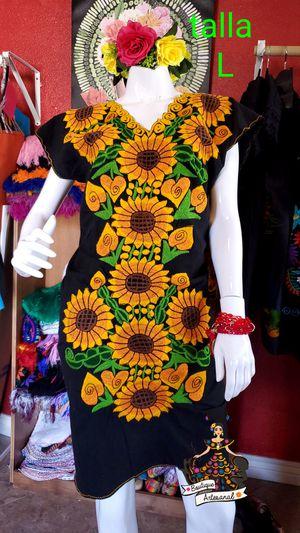 Vestido girasol bordado mexicano. for Sale in Phoenix, AZ
