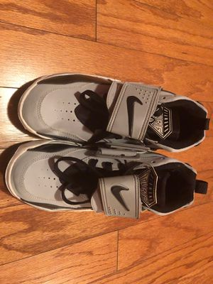 Nike grey shoes size 5 for Sale in Racine, WI