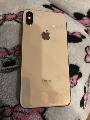 Back screen fresh front slightly cracked iPhone 10x max for Sale in Oakland Acres, IA