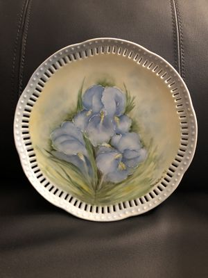 """Floral Reticulated Hand Painted Plate Signed By Artist """"Marilyn"""" 1978 - Pierced for Sale in San Angelo, TX"""