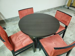 Table & Chairs for Sale in Bakersfield, CA