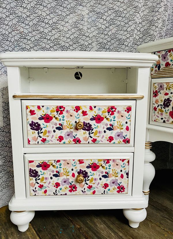 Pretty Floral Vanity and Nightstand🌺