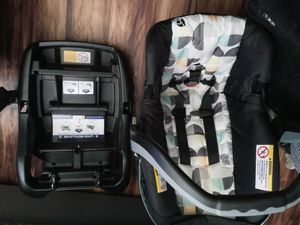 Baby trend car seat and base for Sale in Snellville, GA