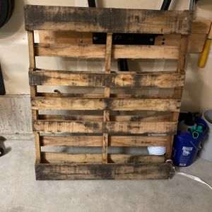 Free Wood Pallet- Free but must Pick Up for Sale in Bothell, WA