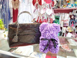 Elegant hand bag for Sale in Marietta, GA