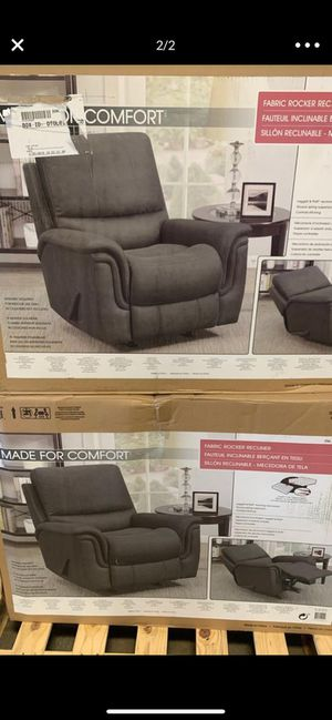 Recliner couch for Sale in Chula Vista, CA