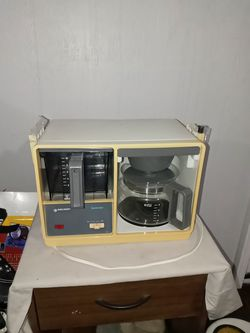 Vintage Black & Decker SpaceMaker Under Cabinet Coffee Maker SDC1G Type 1 for Sale in Merritt Island,  FL