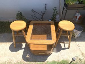 Coffe table and stools for Sale in Fresno, CA