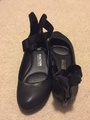 Kenneth Cole Reaction: Elastic Crossed Strap Ballet Flat for Sale in Takoma Park, MD