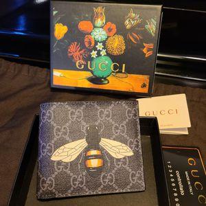 Gucci Ebony Bumblebee Print Supreme GG Wallet for Sale in La Mesa, CA