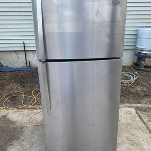 Whirlpool 30 Inch Top And Bottong Stainless Refrigerator for Sale in Woodbury, NJ