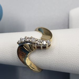 14kt Yellow Gold Swirl Diamond Ring for Sale in Joliet, IL
