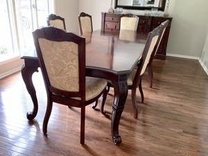 Dining room table and chairs for Sale in Dublin, OH