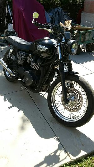 2013 Triumph Bonneville T100 motorcycle completely customized salvage title for Sale in Los Angeles, CA