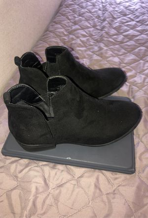 Black boots size 7 for Sale in Los Angeles, CA