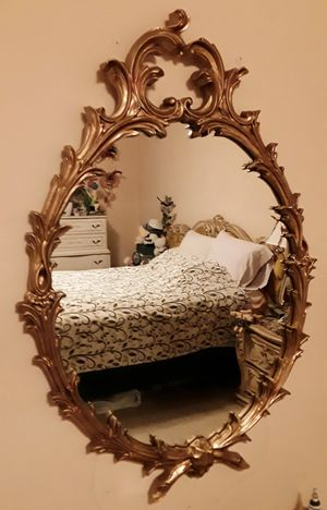 WALL MIRROR VICTORIAN ORNATE OVAL GILDED GOLD VINTAGE ANTIQUE for Sale in Glendale, CA