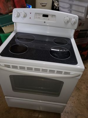 GE STOVE GOOD WORKING CONDITION for Sale in San Antonio, TX