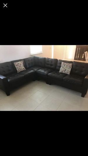 Couch available in Lake Wales for Sale in Lake Wales, FL