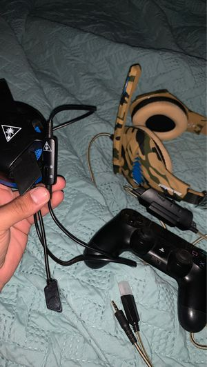 Ps4 headset & controller for Sale in Hialeah, FL