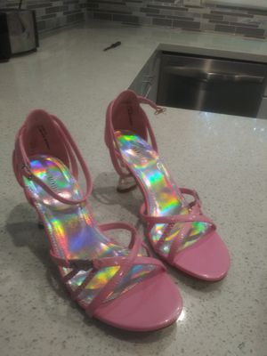 Beautiful pink heels brand new never worn excellent condition for Sale in Highland, CA