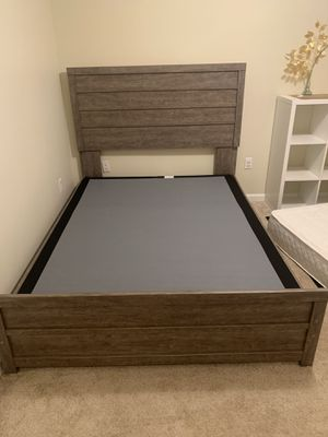 Queen bed frame and box for Sale in Sacramento, CA