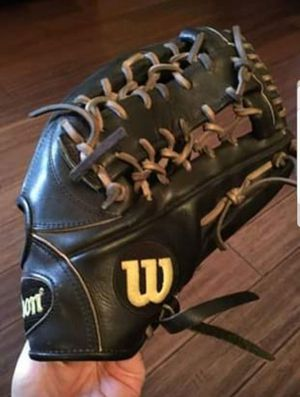 """Wilson A2000 Baseball Glove Softball 12.5 12.5in 12.5"""" - AWESOME VALUE $270+ - A2K HOH Rawlings for Sale in Mansfield, TX"""