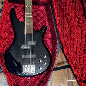 Ibanez Bass GSR With Coffin Case for Sale in Kirkland, WA