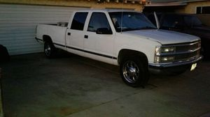 1997 chevy Silverado 3500 crew cab truck with tool box v8 for Sale in Long Beach, CA