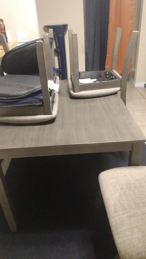 Kitchen table with 4 chairs for Sale in Lehigh Acres, FL