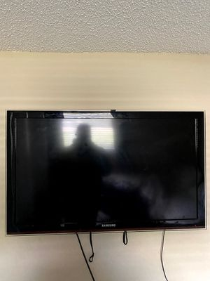 40 inch Samsung tv with wall mount for Sale in Plantation, FL
