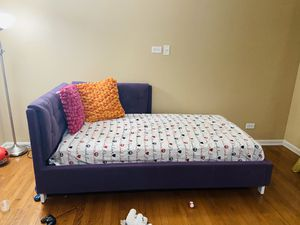 Full size bed frame and mattress for Sale in Naperville, IL