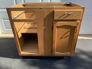 """Kitchen Base Cabinet - 36"""" wide x 24"""" deep x 34 1/2"""" Tall for Sale in Prospect Heights, IL"""