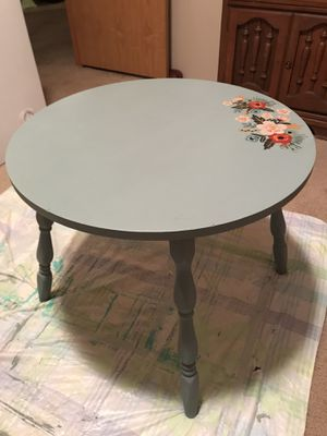 Accent table for Sale in Slatington, PA