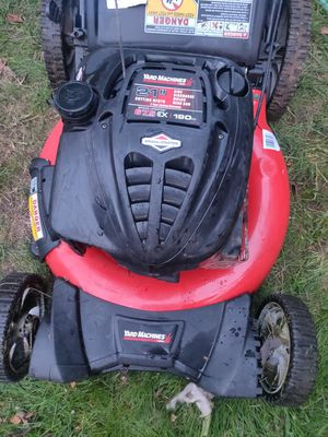 Yard machine buy MTD 3 in 1 with bag lawn mower for Sale in Tacoma, WA
