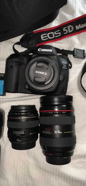 Canon 5D Mark IV and speedlight and lenses for Sale in Hopedale, MA