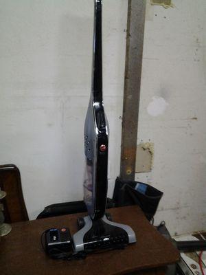 Battery powered Hoover vacuum for Sale in Beavercreek, OR