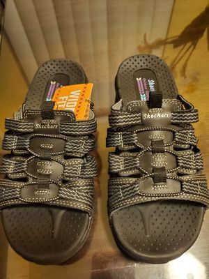 Skechers sandals size 5 for Sale in Bell Gardens, CA