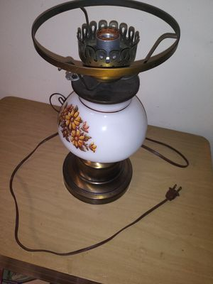 Vintage plymouth harlee table lamp antique lamp for Sale in Southfield, MI