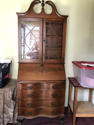 Wood desk/hutch for Sale in Harwood Heights, IL