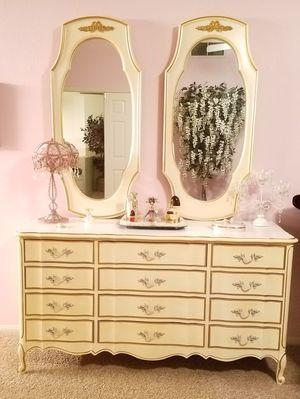 Antique Dresser for Sale in Las Vegas, NV